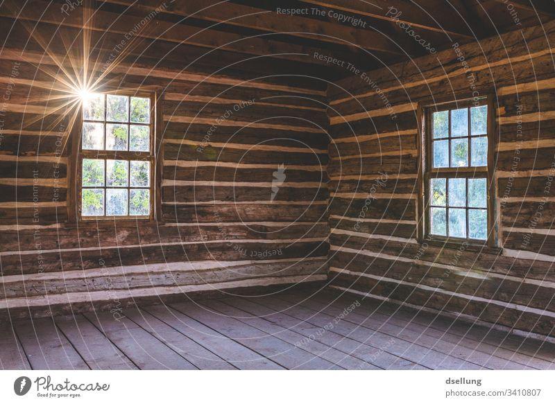 Leere Hütte mit Strukturen und Sonneneinstrahlung authentisch karg USA Sommer Außenaufnahme Menschenleer Ferien & Urlaub & Reisen Farbfoto Tag Ausflug Tourismus