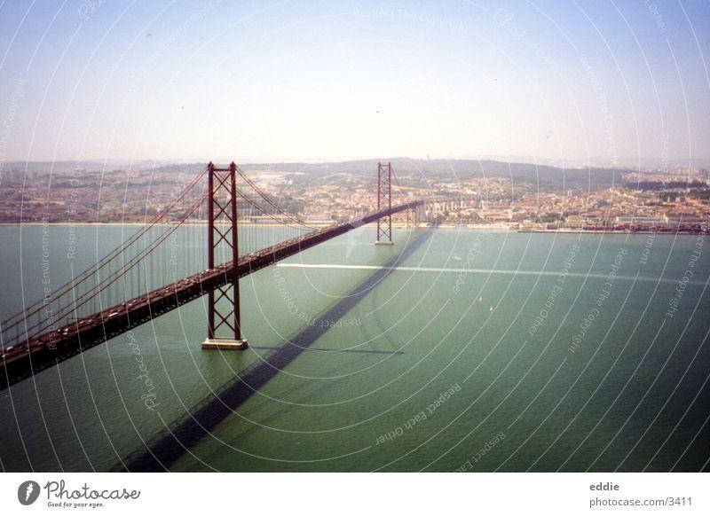 Bridge over troubled water Lissabon Brücke