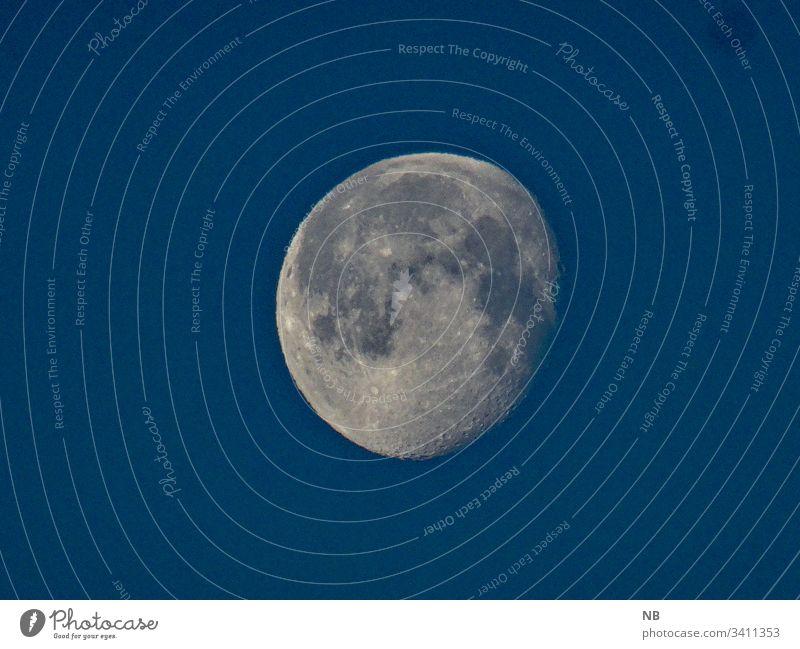 Mond am Tageshimmel blau astronomisch Galaxie