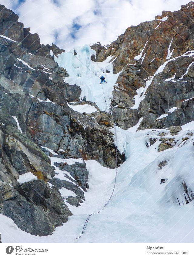 Seilschaft | im gefrorenen Wasserfall Eis Frost Schnee Winter Klettern Eisklettern Natur Gletscher weiß Alpen Tag Berge u. Gebirge Bergsteigen Außenaufnahme