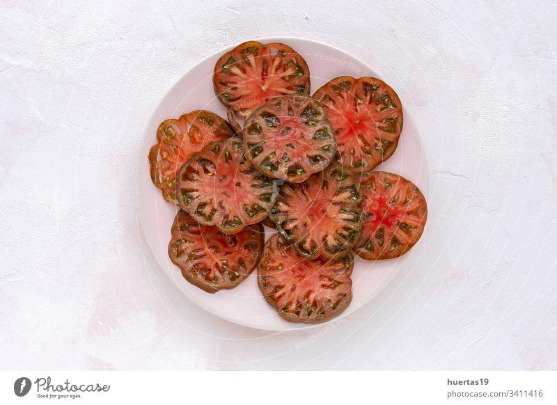 Frisches Tomatencarpaccio mit Olivenöl Carpaccio Lebensmittel Salatbeilage Vegane Ernährung gesunde Ernährung Küchenkräuter Mahlzeit frisch Hintergrund Gemüse