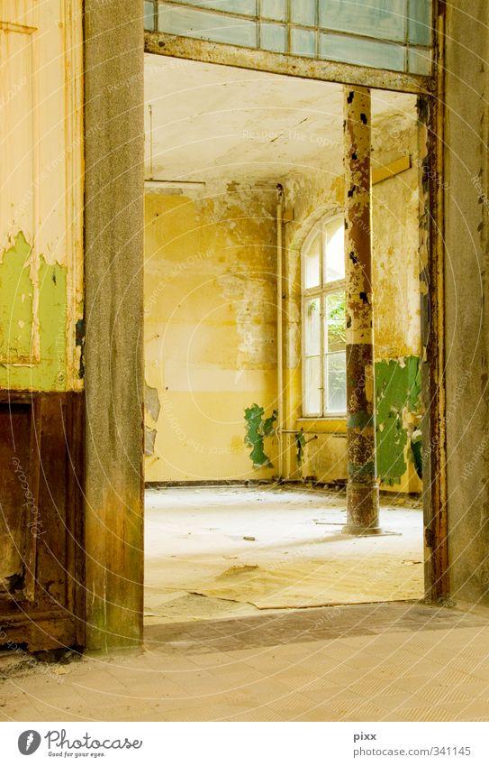 oh wie schön das doch wäre … alt grün Stadt Haus gelb Wand Architektur Mauer Gebäude Stein Metall braun außergewöhnlich Glas Häusliches Leben