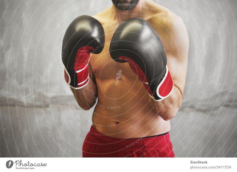 Boxer kampfbereit Boxsport Mann Hintergrund Training Kämpfer kämpfen rot Sport männlich schwarz Kraft Handschuhe weiß Erwachsener jung Konkurrenz Bowle Körper