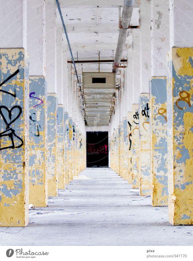 Allee Arbeitsplatz Industrie Feierabend Architektur Mauer Wand Wege & Pfade Beton Schriftzeichen alt Arbeit & Erwerbstätigkeit Stadt blau gelb schwarz weiß