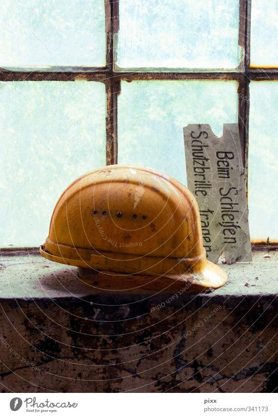 Schutzbrille tragen gelb Fenster Zeit Arbeit & Erwerbstätigkeit Glas Hinweisschild Sicherheit Baustelle Kunststoff Beruf Fabrik Umzug (Wohnungswechsel) nah