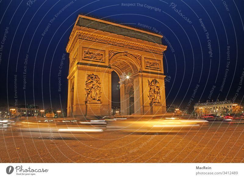 Arc de Triumphe in Paris Arc de Triomphe Frankreich Nachtaufnahme Beleuchtet Blaue Stunde Wahrzeichen Denkmal Zentrum Place Charles-de-Gaulle Reiseziel