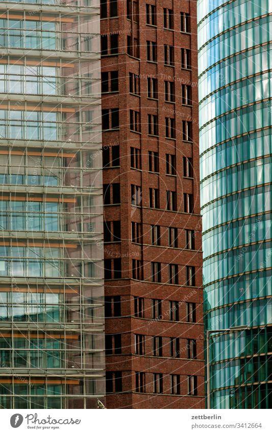 Potsdamer Platz abend architektur berlin büro city deutschland dämmerung froschperspektive hauptstadt haus himmel hochhaus innenstadt mitte modern neubau platz