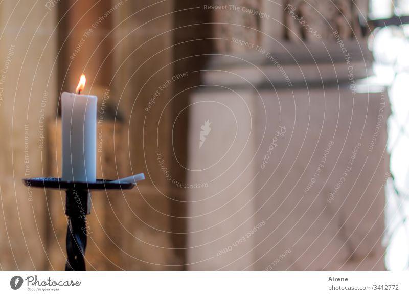 mehr Licht | in alle Ewigkeit Religion & Glaube Kirche Kerzen Kerzenlicht Andacht Altar Flamme Kerzenständer Kircheninnenraum beten Gebet Christentum Gott