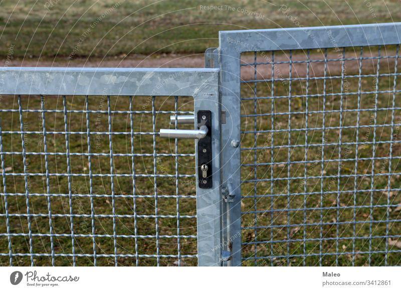 Metallgittertor mit internem Schloss und Griff Gate Stahl Zaun Vorhängeschloss Sicherheit anketten Link bügeln ineinander greifen Draht Eingang aufbewahren