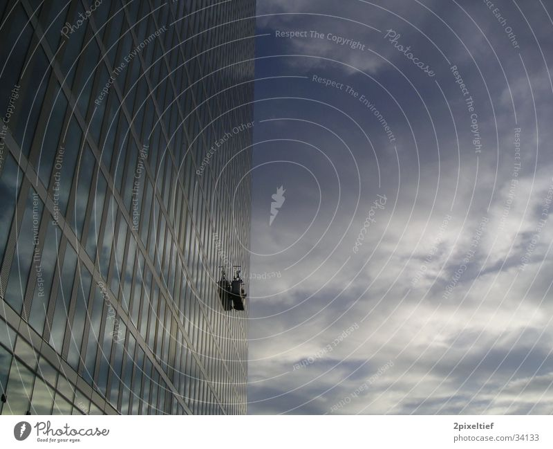 HighLight Munich Business Towers #2 Himmel blau weiß Fenster Architektur grau Glas hoch Hochhaus Macht Reinigen München Anschnitt Bildausschnitt gigantisch