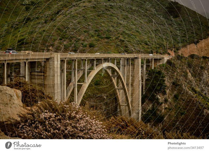 Highway 1 Route - Bixby Bridge - Kalifornien Highway One Pazifik Ferien & Urlaub & Reisen USA Küste Meer Farbfoto Landschaft Felsen Außenaufnahme Straße Natur