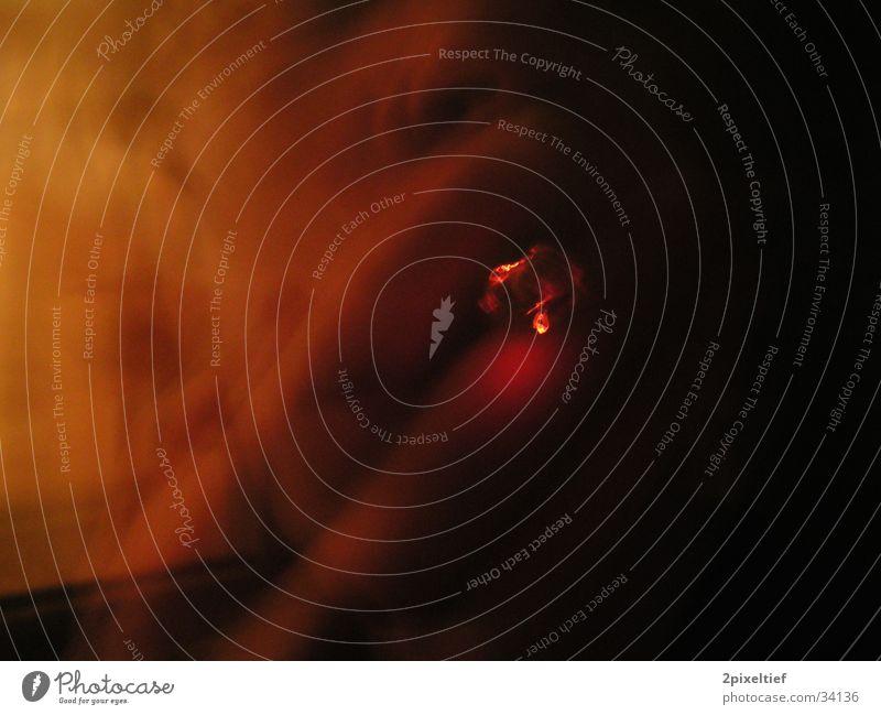 Ghostsmoker Mensch Mann Hand rot schwarz orange Zigarette Selbstportrait glühen Glut Filter Tabak