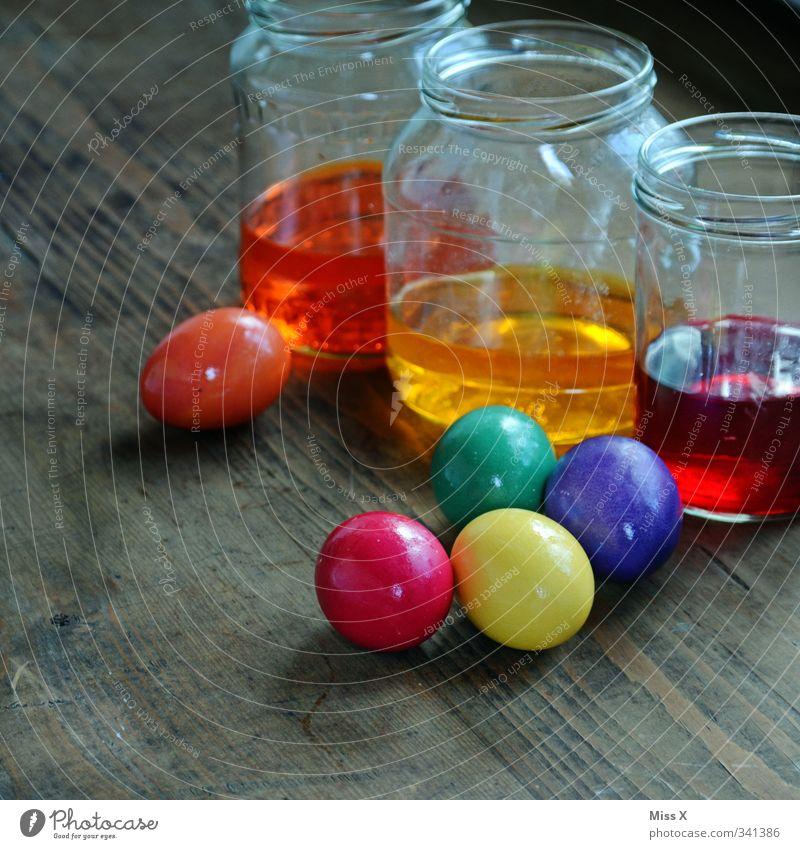 Bald kommt Ostern Lebensmittel Ernährung Freizeit & Hobby lecker mehrfarbig Farbe kochen & garen Ei Hühnerei färben Farbstoff Farbenspiel Glas Eierfarben