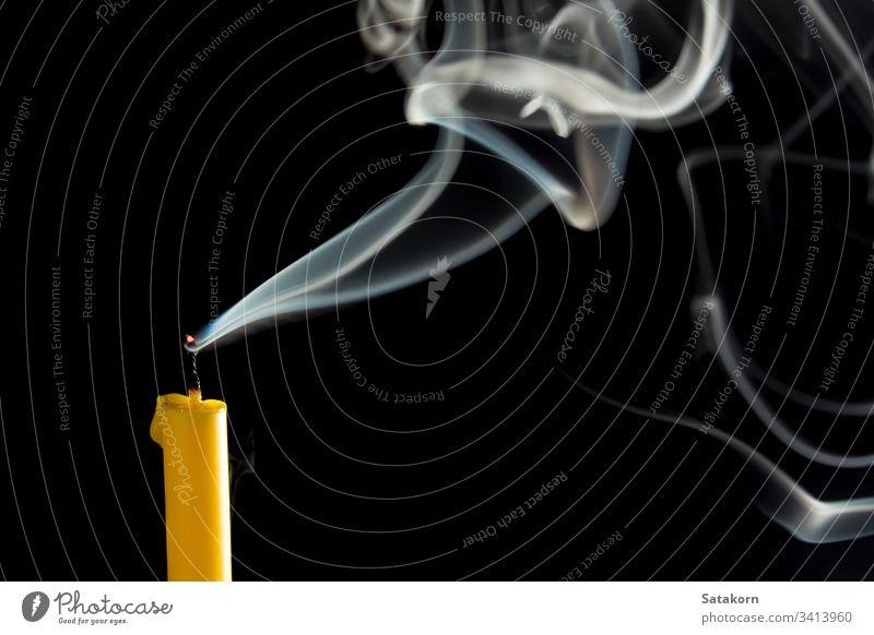 Weißer Rauch, wenn die Kerze erlischt weiß abstrakt winken vereinzelt Farbe Kunst Muster Textur Licht Form Raum Linie Kurve Bewegung Verwirbelung weich sanft