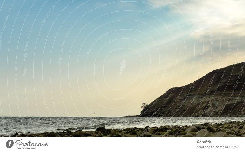 Meereslandschaft mit Herbsthimmel Strand blau Wolken Abend Horizont Berge u. Gebirge Natur Felsen MEER Saison Ufer Himmel Steine Sonnenstrahlen Sonnenuntergang