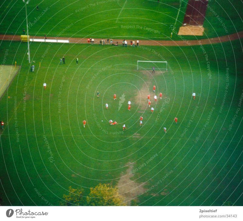 Fußball grün rot weiß Foul Schiedsrichter Sport Tor Bolzplatz Super 8