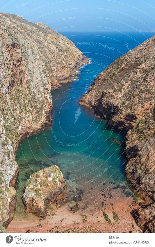 Küstenansicht des Kristallwassers der Insel Berlengas Europa Wasser MEER Portugal Natur Landschaft mystisch peniche im Freien Gefängnis Tag Strand alt reisen