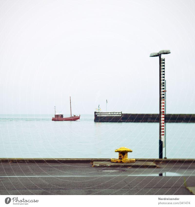 Kutter, Poller, Pegel Ferien & Urlaub & Reisen Meer Erholung ruhig Ferne Straße Küste Architektur Zeit Linie Regen Streifen Hoffnung Zeichen