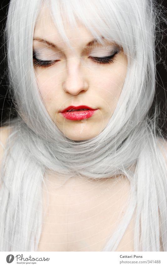 Another ... Haare & Frisuren Gesicht Schminke Lippenstift Wimperntusche Lidschatten feminin Junge Frau Jugendliche Erwachsene 1 Mensch 18-30 Jahre weißhaarig