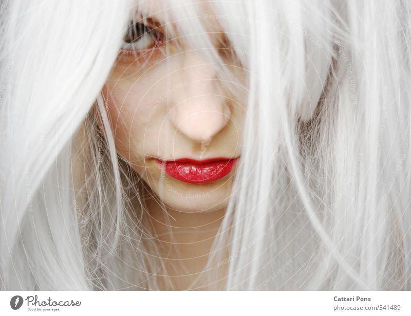 all of a sudden Haare & Frisuren Gesicht Lippenstift feminin Junge Frau Jugendliche Erwachsene 1 Mensch weißhaarig langhaarig beobachten entdecken Blick