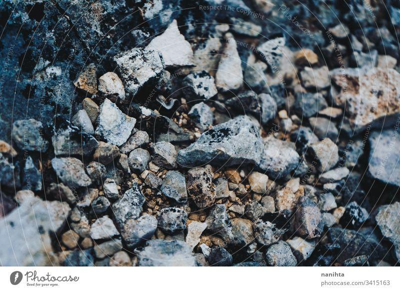 Grungetextur von wilden Steinen in der Natur Felsen Wand Textur Boden dreckig natürlich stechend hart Material alt rostig rustikal ländlich keine Menschen