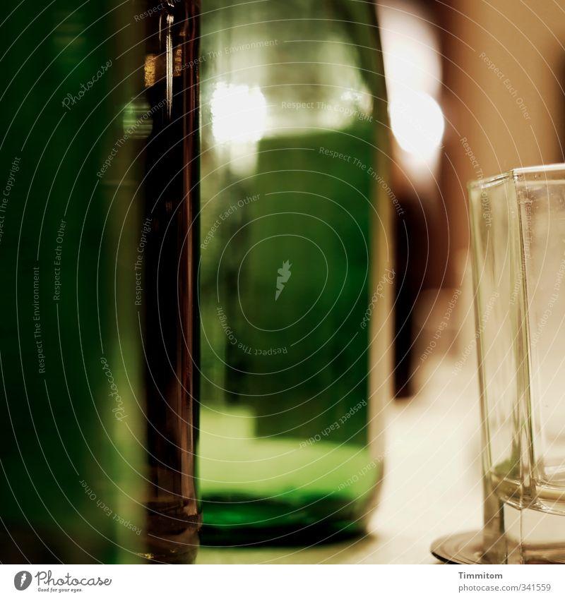 Das wär doch nicht nötig gewesen! | Aber manchmal... grün Gefühle Feste & Feiern braun Glas authentisch Getränk trinken Wein Flasche Alkohol Endzeitstimmung