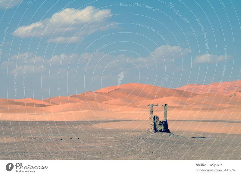 Brunnen Landschaft Klima Klimawandel Wärme Dürre Wüste Sahara Erg Chebbi Düne Wasserstelle heiß trocken Warmherzigkeit ruhig Durst Fernweh Einsamkeit