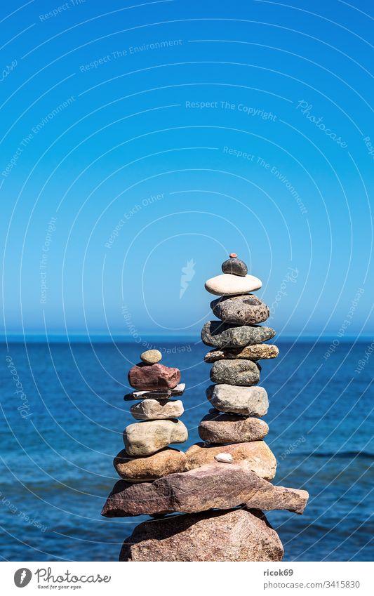 Steine an der Küste der Ostsee auf dem Fischland-Darß Stapel Ostseeküste Meer Strand Himmel Wolken blau Mecklenburg-Vorpommern Landschaft Natur Ahrenshoop