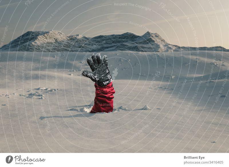 Wanderer streckt seine schneebedeckte Hand aus um Hilfe wegen der Schneelawine zu signalisieren . Konzept Gefahr Lawine Ski Winter blau weiß reisen Landschaft