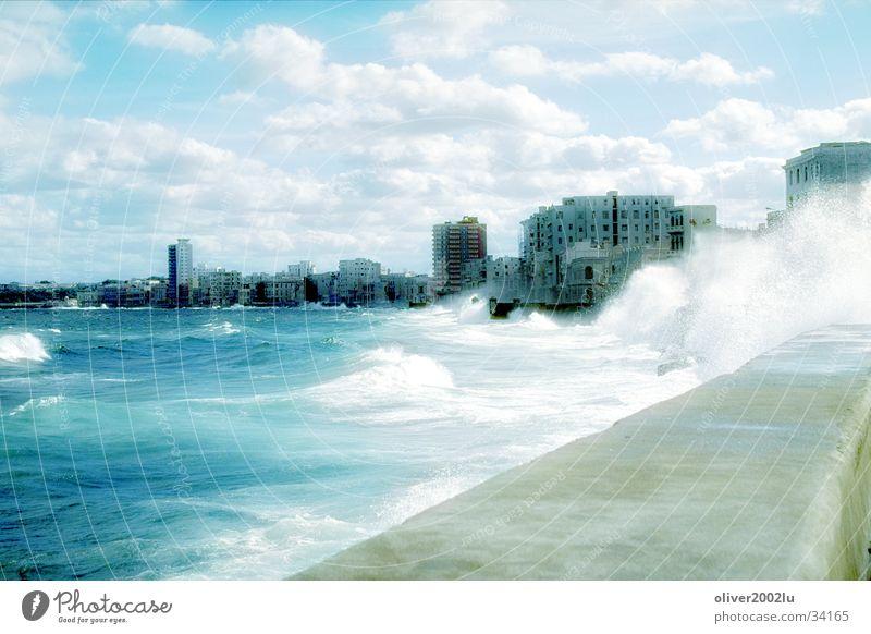 Malecon in Habana Wasser Stadt Ferien & Urlaub & Reisen Wellen Kuba Havanna