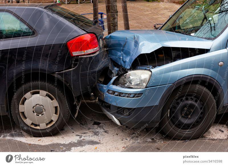Auffahrunfall Unfallauto Auto Schaden Blech Blechschaden Versicherung Versicherungsfall Recht Verkehrsunfall Unglück Zusammenstoß Karambolage crash Verlust
