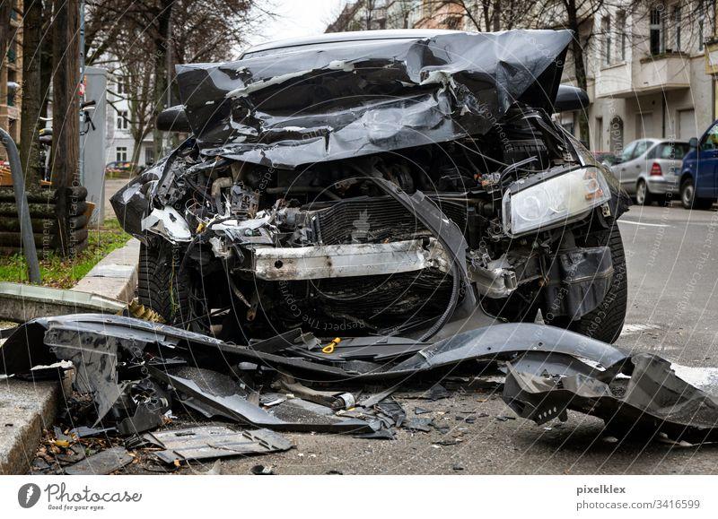 Totalschaden Unfallauto Auto Schaden Blech Blechschaden Versicherung Versicherungsfall Recht Verkehrsunfall Unglück Zusammenstoß Karambolage crash Verlust
