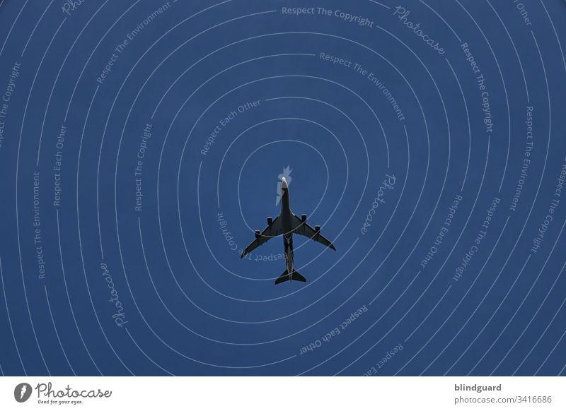 Ich bin dann mal weg, sprach der Flieger, stieg auf und verschwand am wolkenlosen Himmel, auf dass es nie wieder gesehen ward. Flugzeug Turbinen Luftverkehr