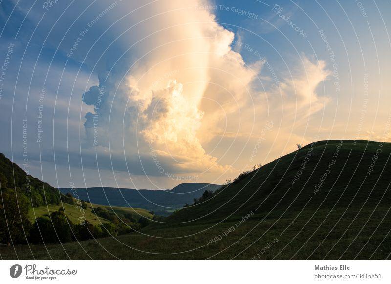 Unwetterfront über der schwäbischen Alb Baden-Württemberg Unwetterwarnung Ferien & Urlaub & Reisen Feld Europa Energie Kontrast stratus Schatten Atmosphäre