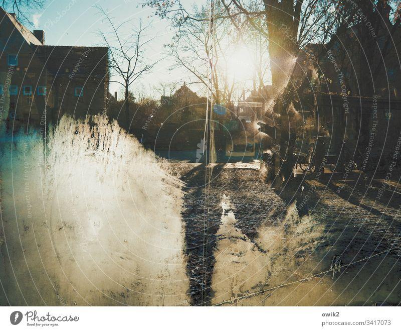 Eisscheibe Bushaltestelle Glas Glasscheibe Schutz durchsichtig vereist Winter Frost Kälte Sonne Sonnenlicht Gegenlicht leuchten.strahlen wolkenloser Himmel
