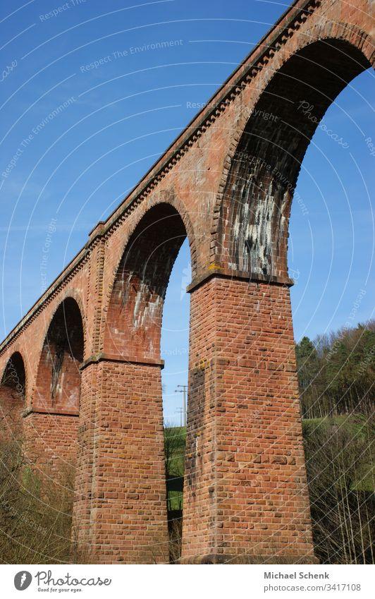 Himbächel-Viadukt ist ein eingleisiges Viadukt(Bogenbrücke)der Odenwaldbahn in Deutschland Architektur Brücke Landschaft Bauwerk Natur Eisenbahn Verkehr