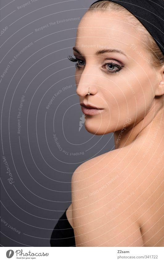 Beauty I Lifestyle elegant Stil schön Schminke feminin Junge Frau Jugendliche 1 Mensch 18-30 Jahre Erwachsene Kleid Piercing Kopftuch ästhetisch blond einfach