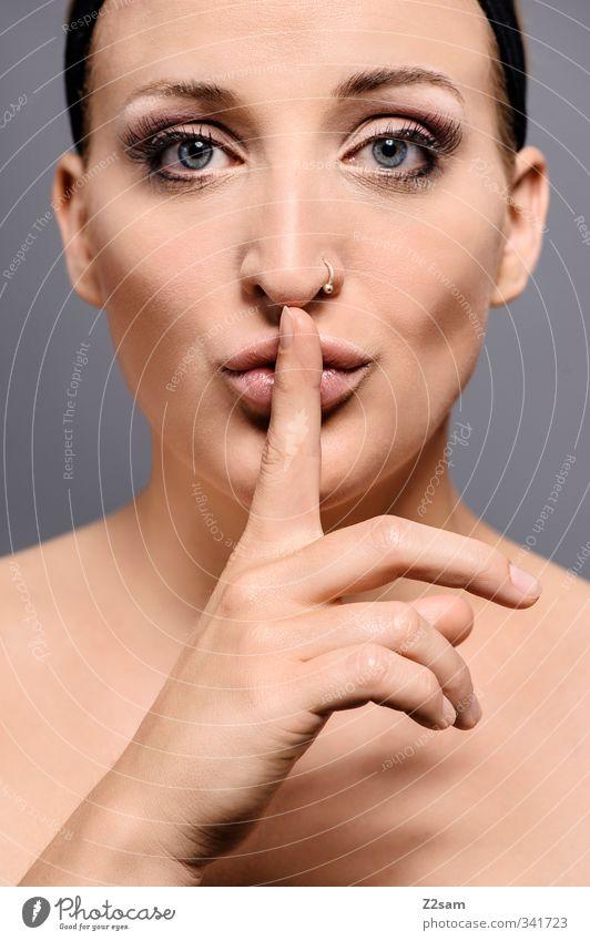 pssst! Mensch Jugendliche schön nackt ruhig Junge Frau Erwachsene 18-30 Jahre feminin Stil blond elegant Lifestyle Kommunizieren ästhetisch Finger