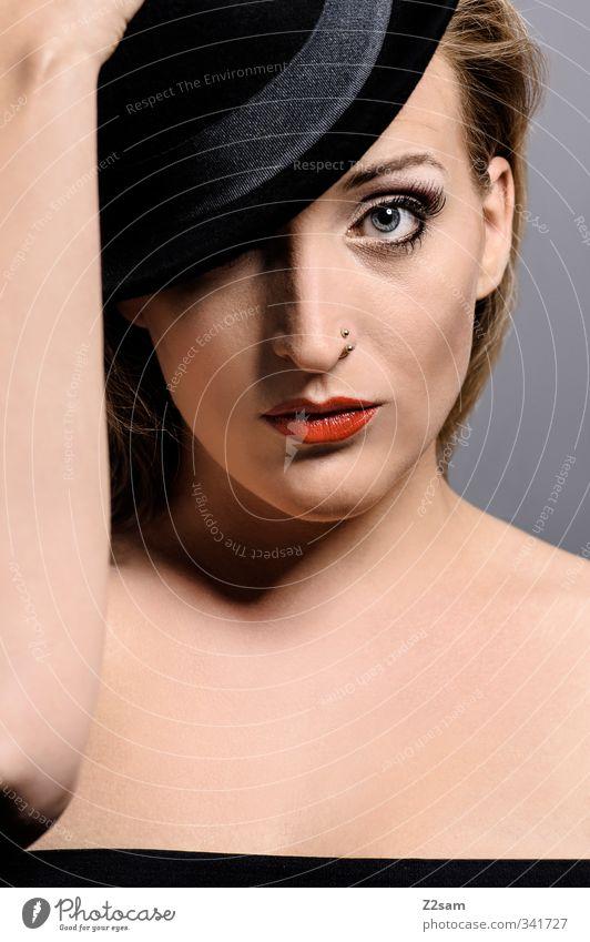 Beauty VI elegant Stil schön Lippenstift feminin Junge Frau Jugendliche 1 Mensch 18-30 Jahre Erwachsene Kleid Piercing Hut blond ästhetisch Erotik selbstbewußt