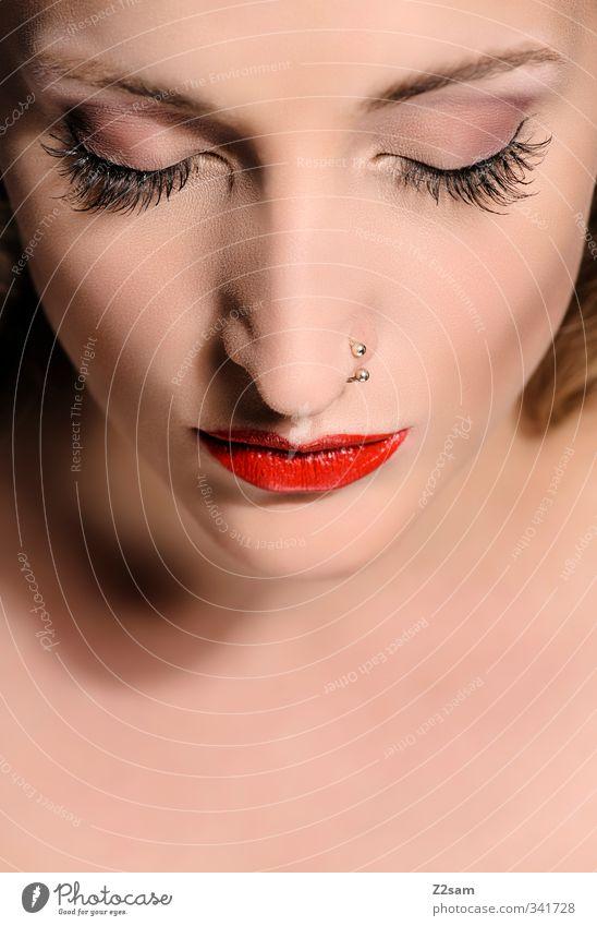 Beauty VI elegant Stil schön Schminke Lippenstift Wimperntusche feminin Junge Frau Jugendliche 18-30 Jahre Erwachsene Piercing langhaarig Denken Erholung