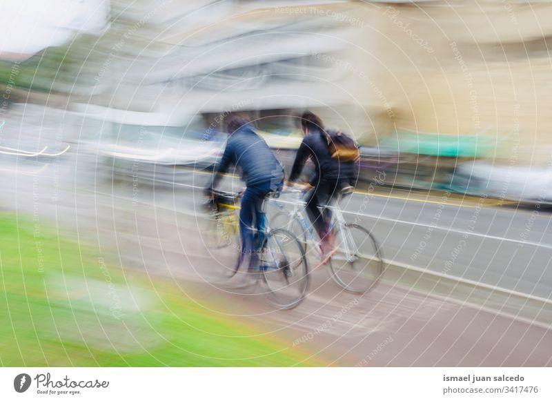 Menschen auf der Straße in der Stadt Bilbao Spanien, gesundes Leben Radfahrer Biker Fahrrad Transport Verkehr Sport Fahrradfahren Radfahren Übung