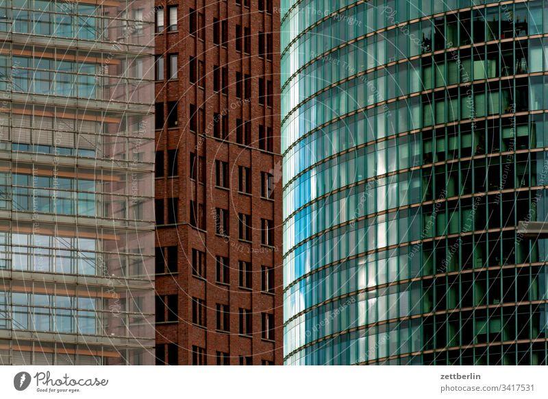 Fassaden am Potsdamer Platz abend architektur berlin büro city deutschland dämmerung froschperspektive hauptstadt haus himmel hochhaus innenstadt mitte modern