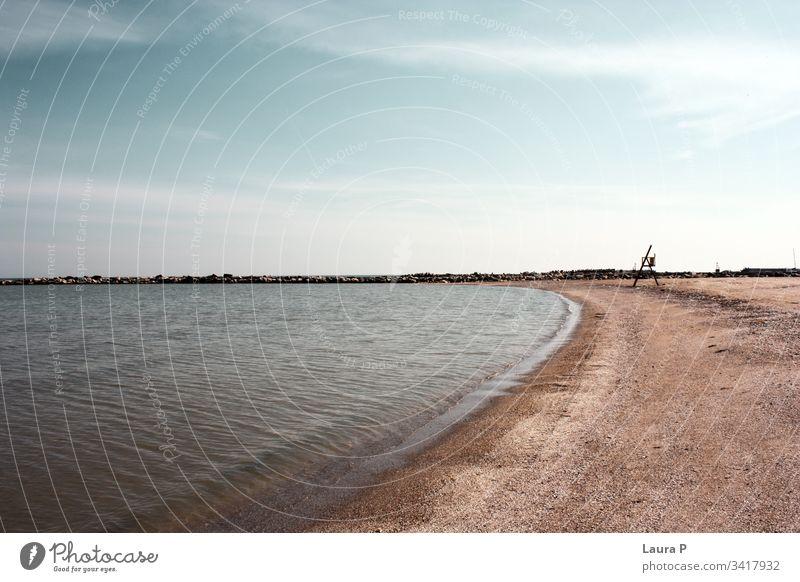 Meeresblauer Himmel und Sand Hintergrund Bucht Strand schön Blaues Meer Windstille übersichtlich Küste Küstenlinie Konzept Feiertag Lagune Landschaft liquide