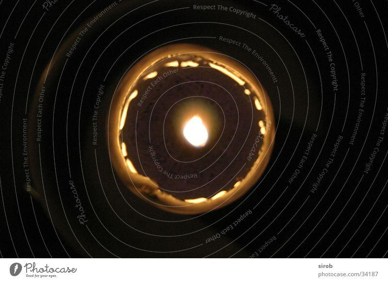 Kerze von oben dunkel Kreis rund Häusliches Leben Flamme vertikal Wachs
