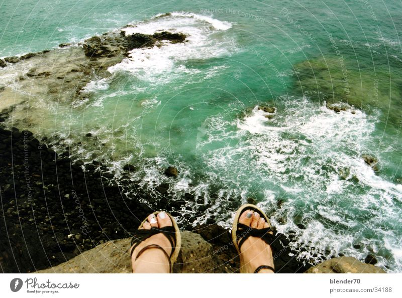 Am Abgrund Wasser Meer Strand Ferien & Urlaub & Reisen Berge u. Gebirge Fuß Felsen Brandung Klippe Fuerteventura Lava Kanaren Lagune makaber