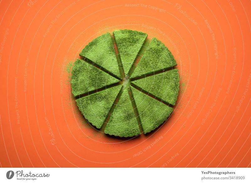 Matcha-Käsekuchen-Schnitttorte. Grüner Kuchen schneidet gleichmäßig gebacken Käsekuchen-Torte farbenfroh Konditorei cremig lecker Dessert flache Verlegung