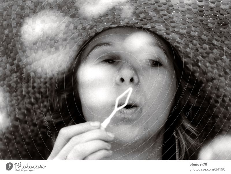 Seifenblasen Frau Mädchen Romantik Nostalgie Junge Frau Sonnenhut Kindfrau