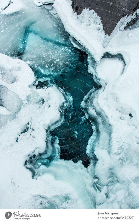 gefrorener See im Schnee Landschaft Berge u. Gebirge Winter Island kalt Hintergrund reisen Tourismus Wikinger Natur Eis wetter Fluss Frost Außenaufnahme