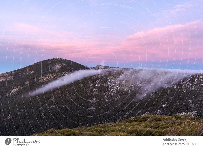 Berge bei Sonnenuntergang Berge u. Gebirge Himmel Klippe Natur Abenteuer Tourismus Abend Freiheit Formation ruhig Hügel Gipfel schön reisen Umwelt Top idyllisch
