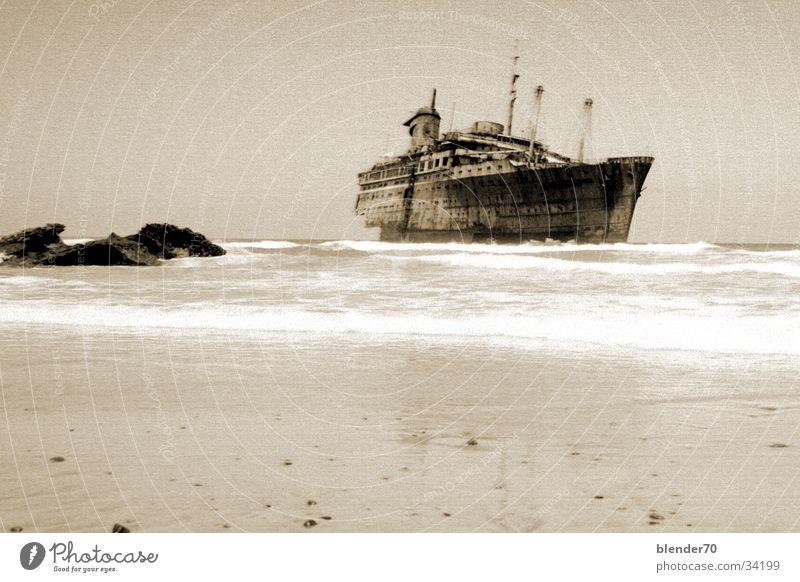 Geisterschiff Wasser Meer Nebel obskur spukhaft Fuerteventura Kanaren American Star